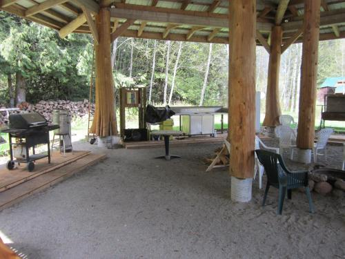 Bella Coola Grizzly Tours Cabins Photo