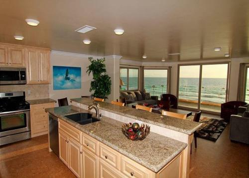 Oceanside Beachfront Home 8 - Oceanside, CA 92054