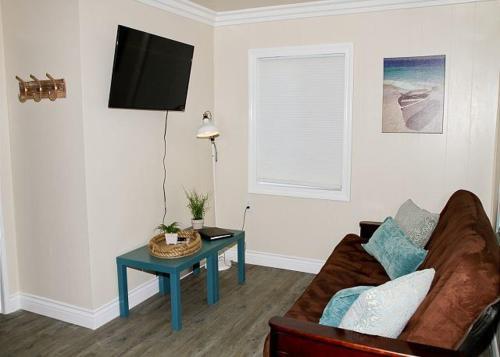 Oceanside Beach Apartment 2 - Oceanside, CA 92054