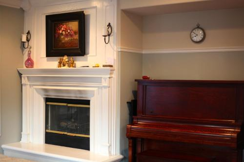 The Santos House in Wine Country - Temecula, CA 92592