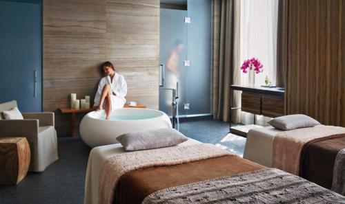 Four Seasons Hotel Toronto at Yorkville Photo