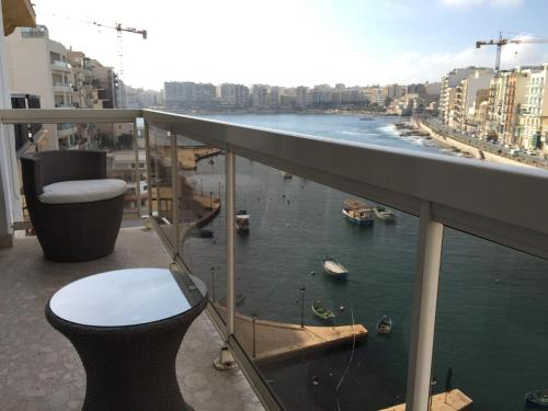 Spinola Bay Apartment - фото 0