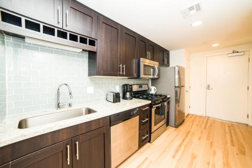 Wilshire Experience Apartment Photo
