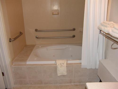 Suburban Extended Stay Hotel Tallahassee Photo