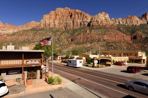 Pioneer Lodge Zion National Park-Springdale Photo