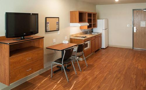 WoodSpring Suites Wichita North Photo