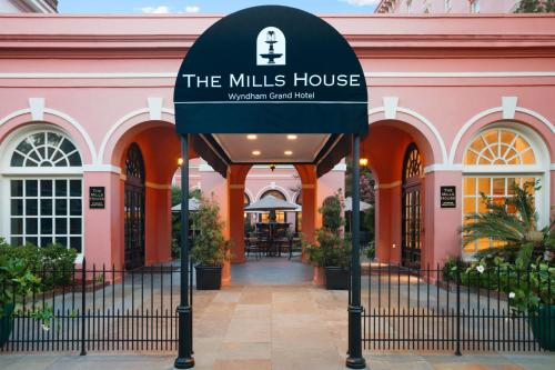 The Mills House Wyndham Grand Hotel Photo