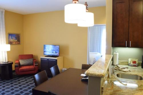 TownePlace Suites by Marriott Houston Westchase photo 7