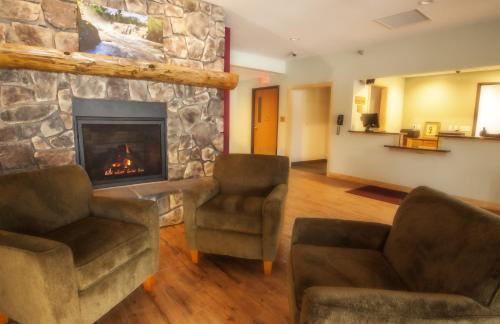 Junction Inn Suites & Conference Center Photo
