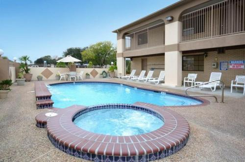 Best Western Deer Park Inn and Suites Photo