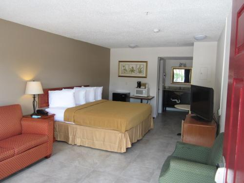 Lantern Inn & Suites - Sarasota Photo