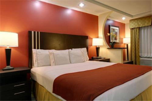 Americas Best Value Inn Angleton Photo