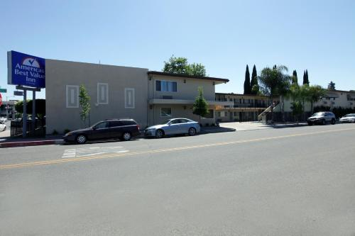 Americas Best Value Inn Visalia Photo