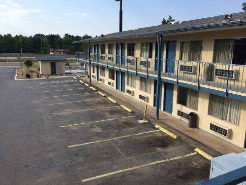 Super 7 Inn Little Rock Photo
