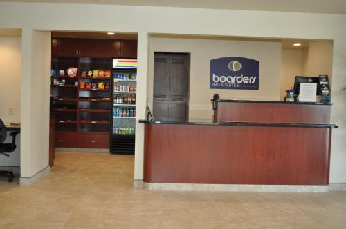 Boarders Inn & Suites Photo
