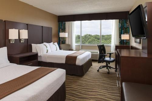 Holiday Inn Hotel & Suites Overland Park-West Photo