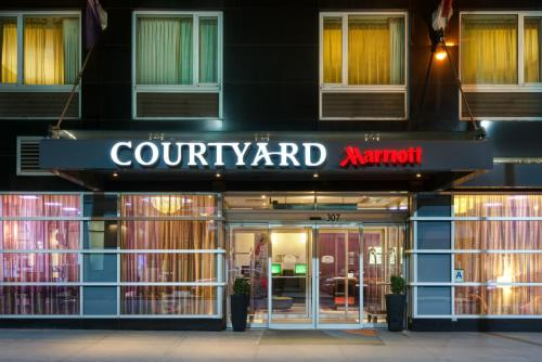 Courtyard By Marriott Times Square West Hotel in New York