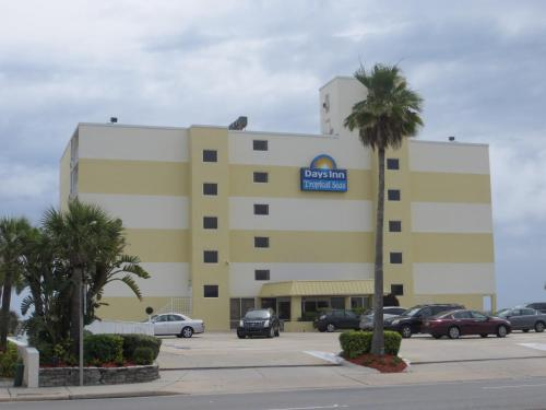 Days Inn Tropical Seas Photo