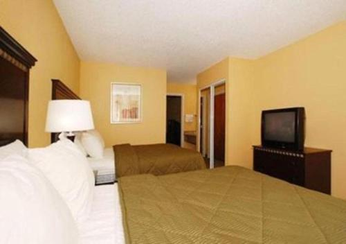 Comfort Inn & Suites Airport and Expo Louisville Photo
