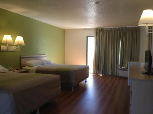 Motel 6 Hemet Photo