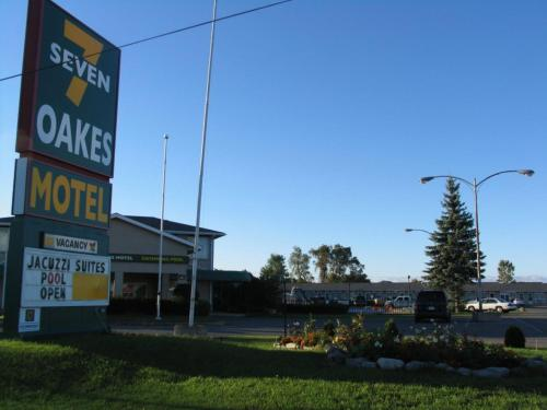 Seven Oakes Motel Photo