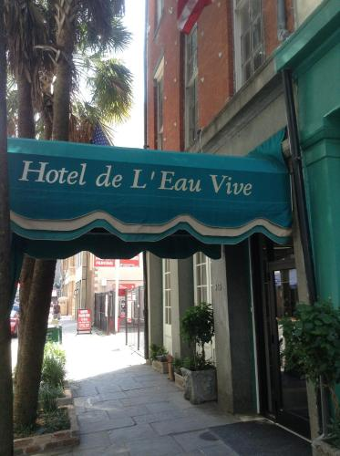 Hotel de L'eau Vive Photo