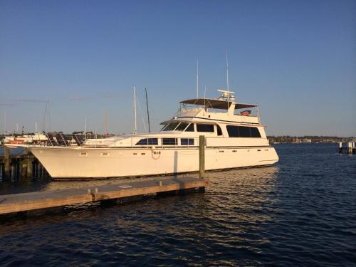 Ocean Romance Dockside Bed & Breakfast Yacht Photo