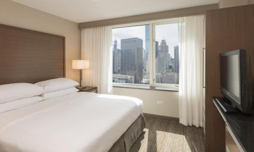 Embassy Suites Chicago Downtown Magnificent Mile Photo