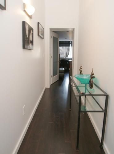 3BR 2BA Lux Duplex by Convention Center Photo