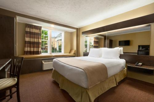 Microtel Inn by Wyndham Columbia Two Notch Road Area Photo
