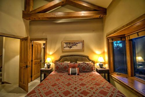 Soaring Eagle Chalet Photo