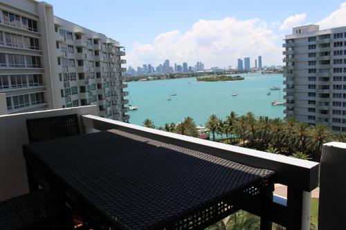 Flamingo South Beach Residence- Bay Front Photo