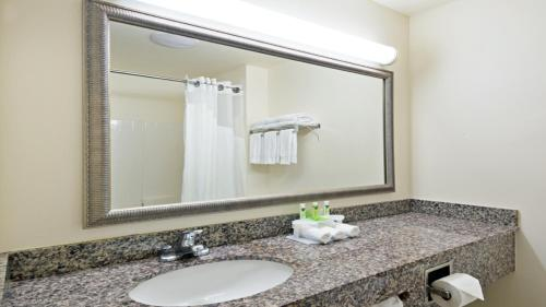 Holiday Inn Express Hotel & Suites North Seattle - Shoreline Photo