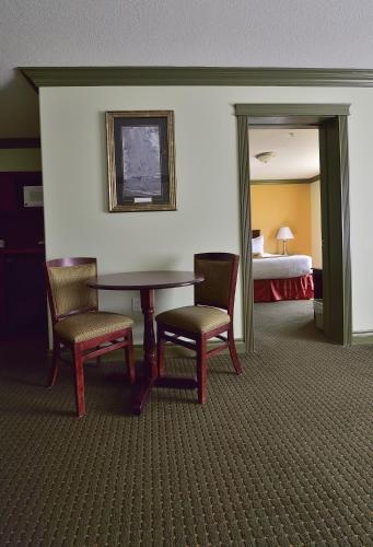 Quality Inn & Suites Hinton Photo