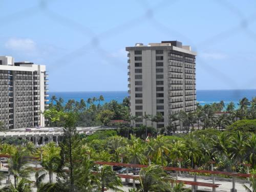 Ocean View Studio at Inn on the Park - Honolulu, HI 96837