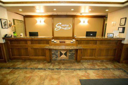 Service Plus Inns & Suites Drayton Valley Photo
