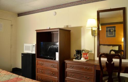 Economy Inn Bluefield Photo