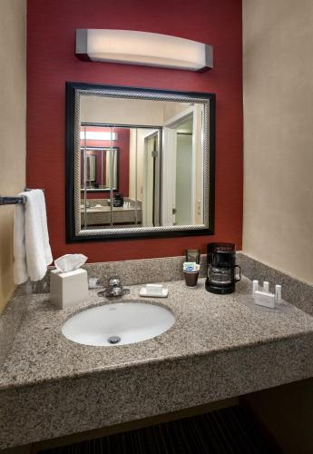 Courtyard by Marriott Mt. Laurel Photo
