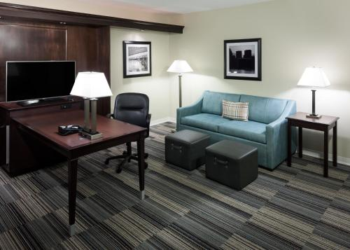 Hampton Inn & Suites Omaha-Downtown Photo