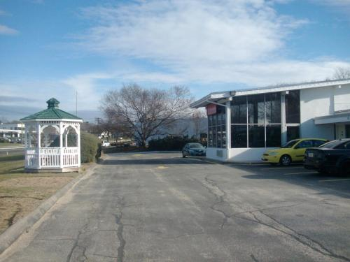 Americas Best Value Inn Smithtown/Long Island Photo