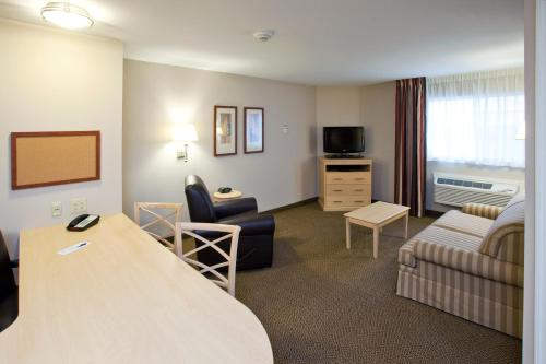Candlewood Suites Minot Photo