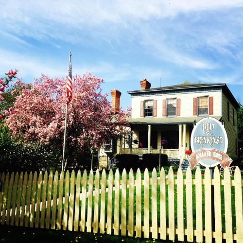 The Borland House Inn Photo