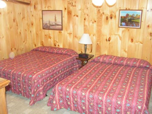 Cabins at Twinbrook Resort Photo