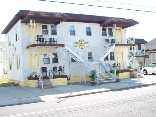Buttercup Suites In Wildwood Crest NJ Outdoor Pool