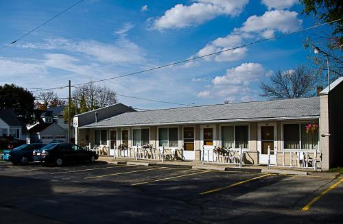 Inntown Motel Photo