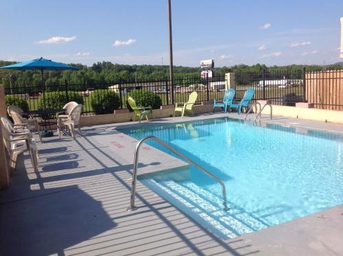 Americas Best Value Inn Blue Ridge Photo