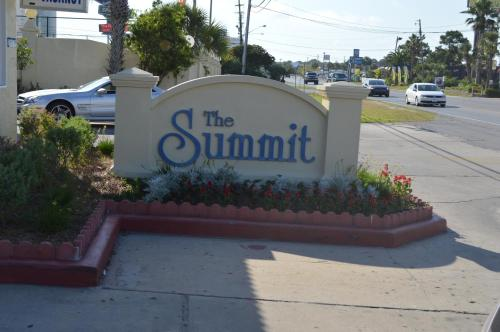 The Summit Condominiums Photo