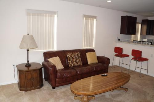 Economy One-Bedroom Apartment On Van Nuys Blvd