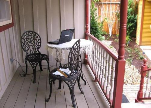 South Austin Cottage by TurnKey Vacation Rentals Photo