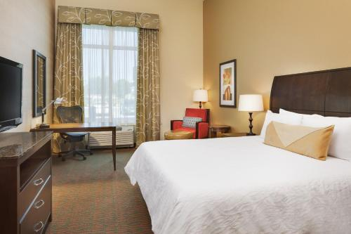 Wonderful ... Deluxe King Suite   Hilton Garden Inn Manhattan Kansas, Manhattan